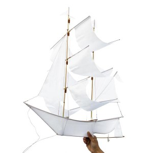 hapticlab-sailing-ship-kite-white_d246919f-094e-4480-abb4-a4bd3ef17de1_grande